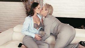 Torrid bootyful Aidra Fox is a horny lesbian who loves facesitting
